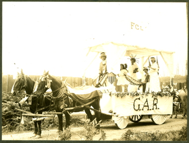 1908 4th of July G.A.R. float-sm