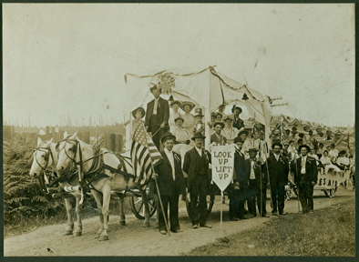 1908 Methodist Church floats 4th of July-sm
