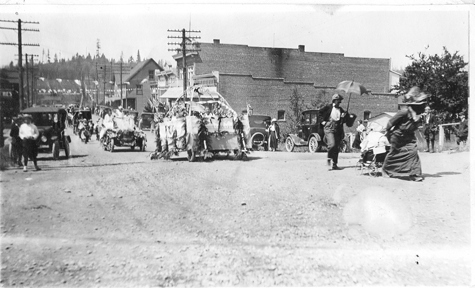 1915 Main Street 4th of July parade=sm